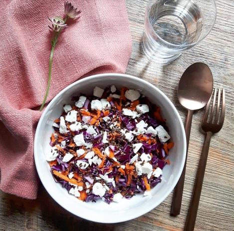 salade-de-chou-rouge-carottes-feta-et-huile-noisettes
